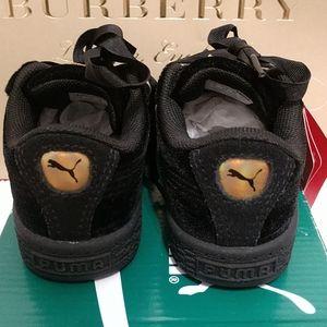 Puma Shoes - 🎈Puma Black Velour Sneakers, NWT, Sz 7 Toddler